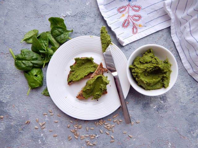 pesto ze szpinaku - zdrowe odżywianie - pasty kanapkowe