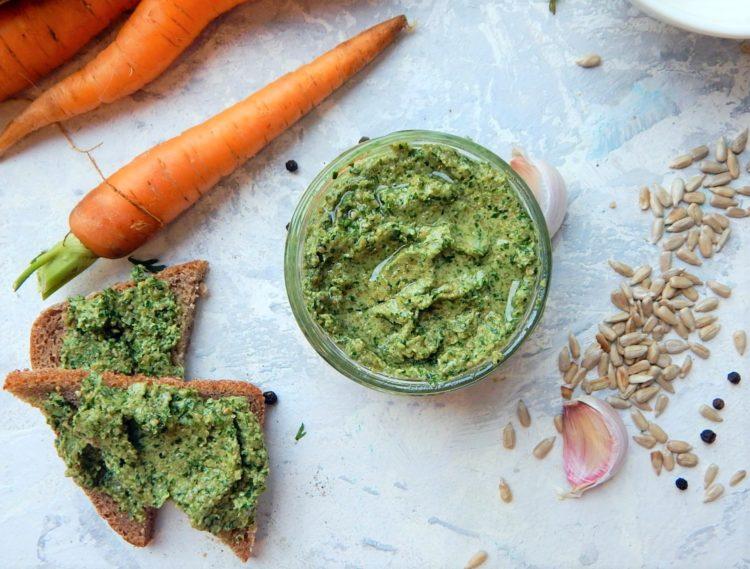 pesto z natki marchewki, zerowaste, zdrowe odżywienia