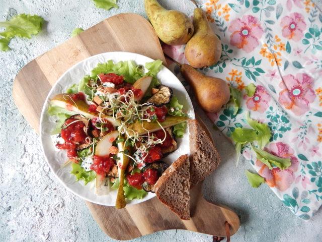 salatka wiosenka, co jesc na wiosne na diecie, truskawki