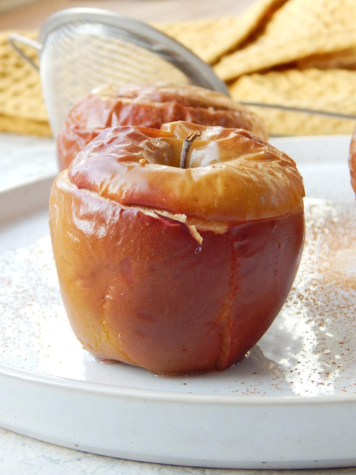 pieczone-jabłko-skorska-dietetyk