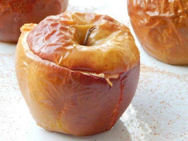 pieczone jablko, co jesc na deser na diecie