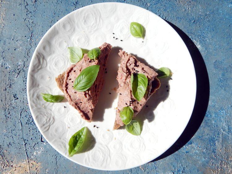 pasta z czerwonej fasoli, wegetariański jadłospis