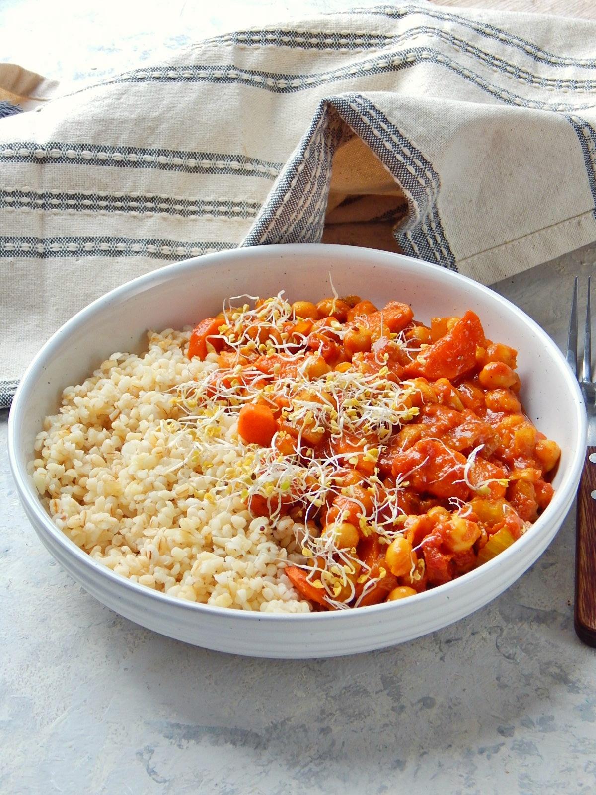 ciecierzyca w sosie pomidorowym, straczki, co jesc na diecie