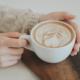 czy warto pić kawę, mity na temat kawy, czy kawa jest zdrowa, dietetyk