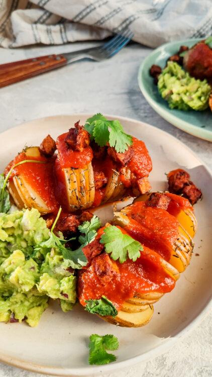 pieczone ziemniaki z sosem pomidorowym, pomysł na obiad, dietetyczne przepisy