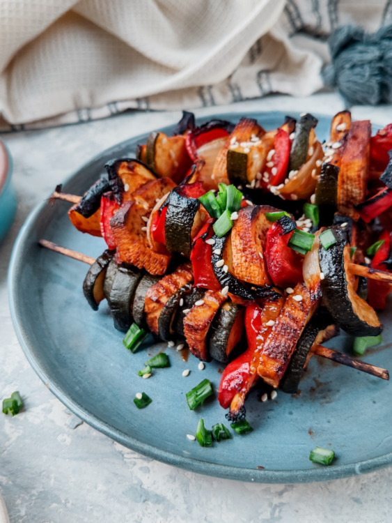 wegetariański grill, szaszłyki z tofu